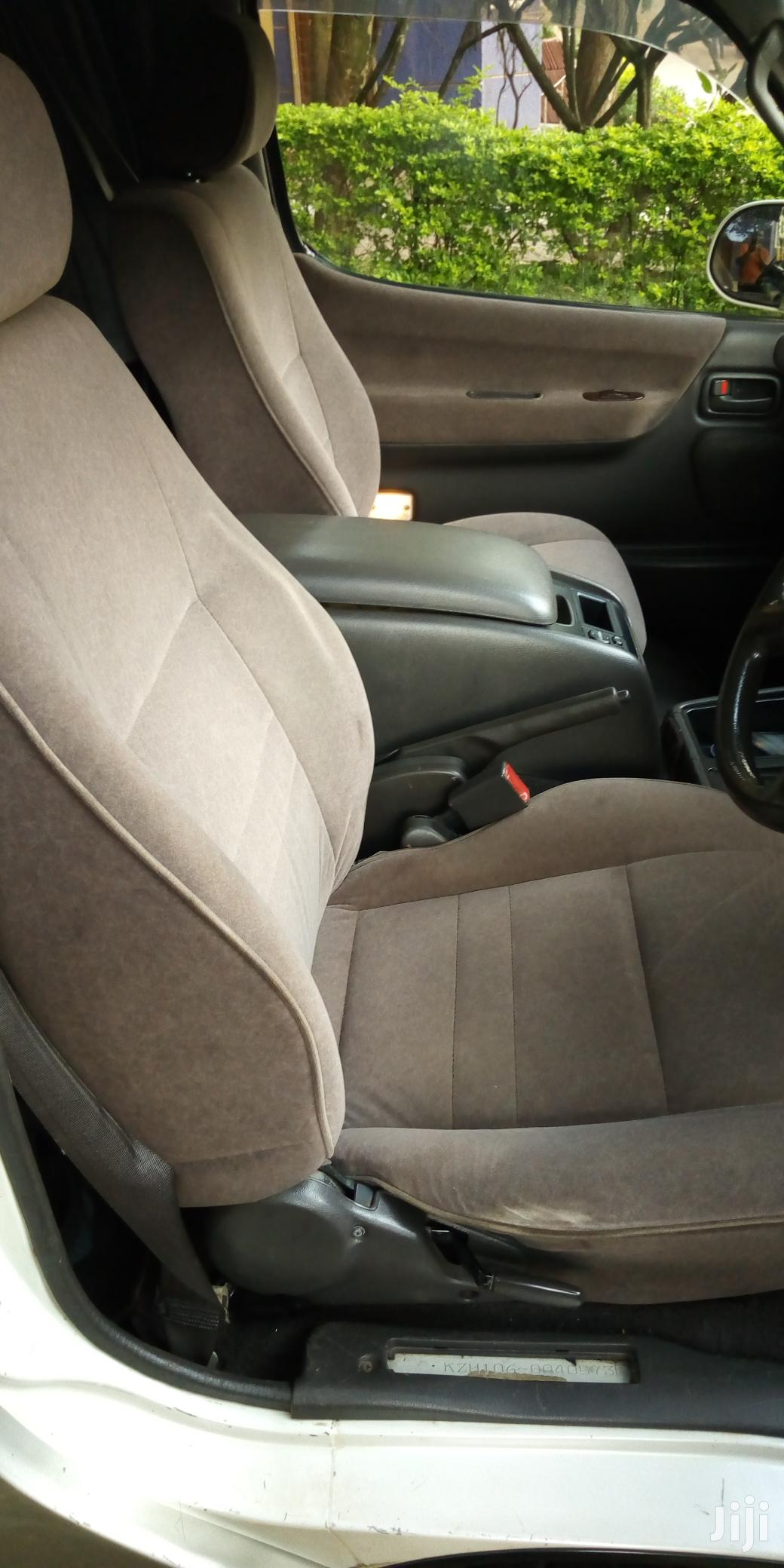Archive: Toyota HiAce 2001 Silver