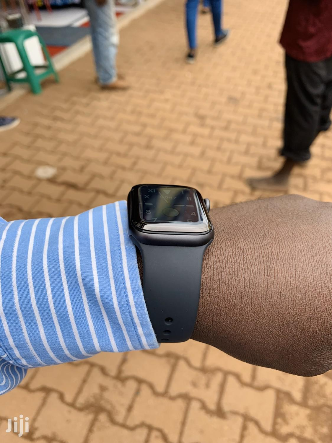 Archive: Apple Watch Series 5 New