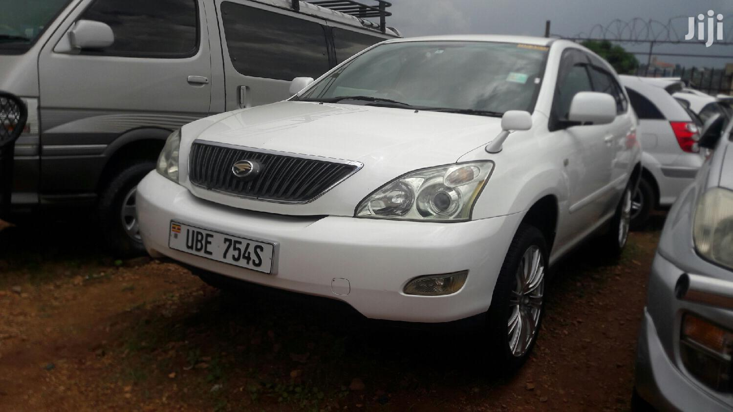 Archive: New Toyota Harrier 2005 White