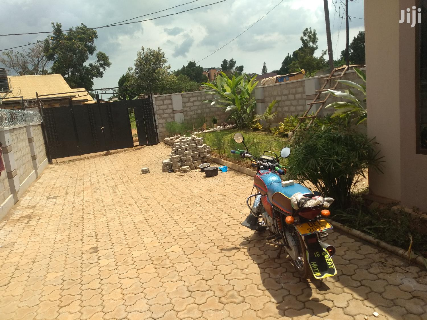 Najjera Three Bedroom House for Sale With Ready Land Title | Houses & Apartments For Sale for sale in Kampala, Central Region, Uganda
