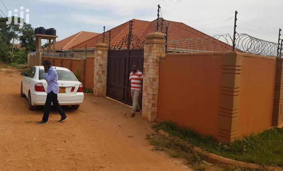 Alluring 4bed,3bath Home In Naalya Kyaliwajjara