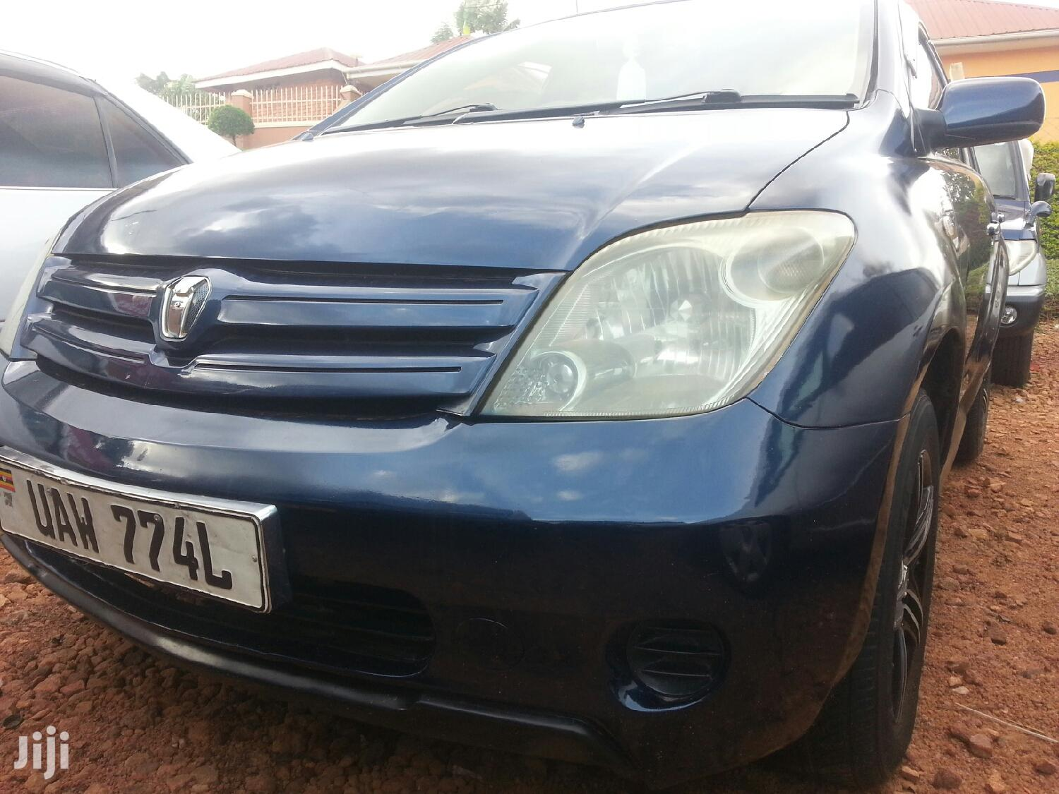 Archive: Toyota IST 2004 Blue