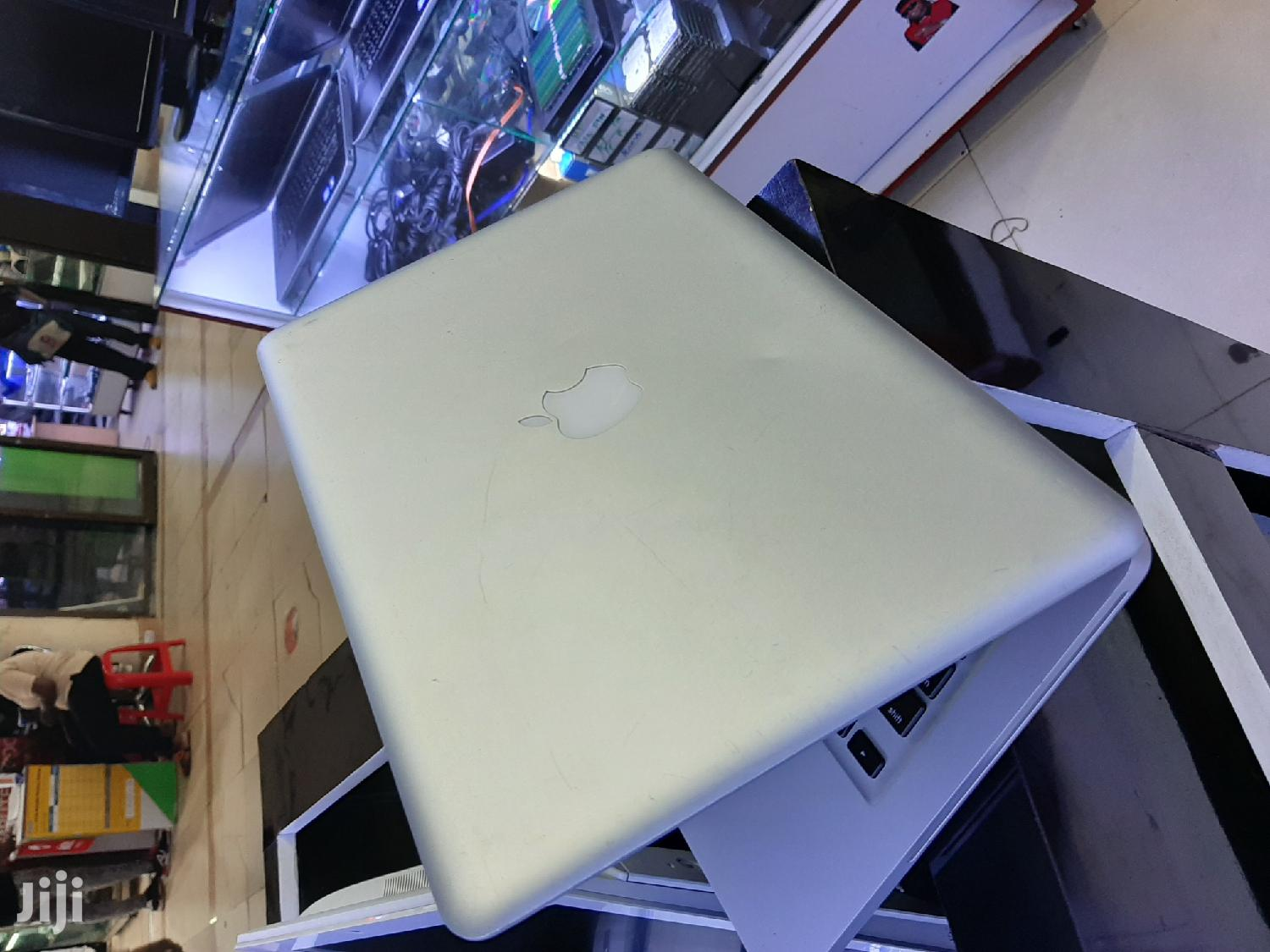 Archive: Laptop Apple MacBook 4GB Intel Core 2 Duo HDD 320GB