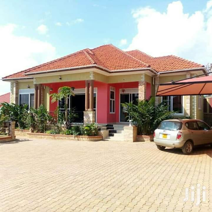 Spacious Bungalow for Sale in Kira House With Title
