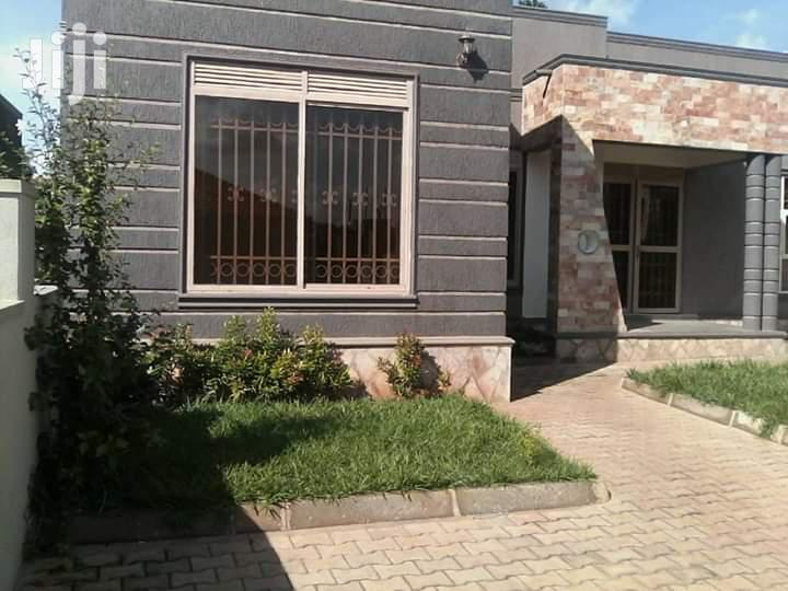 Three Bedrooms Town Houses for Sale in Independent Gates and Title | Houses & Apartments For Sale for sale in Kampala, Central Region, Uganda