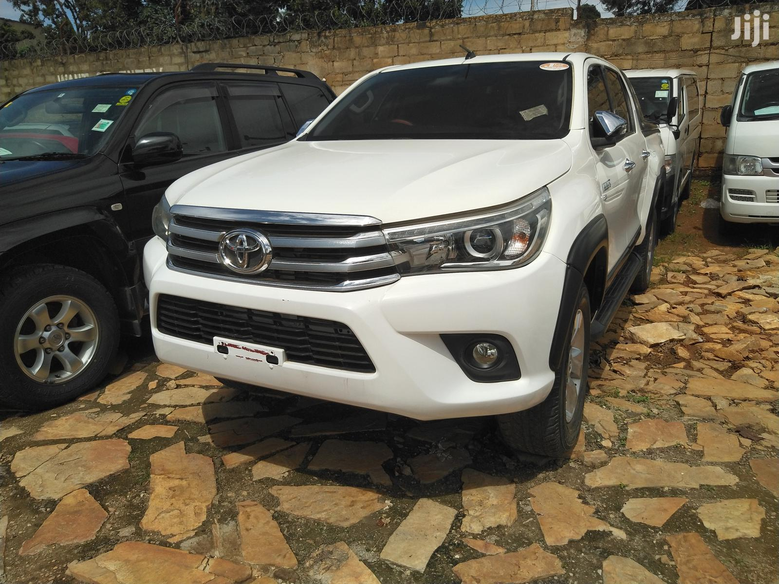 New Toyota Hilux 2015 White