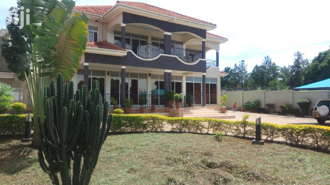 Five Bedroom Mansion In Munyonyo For Sale