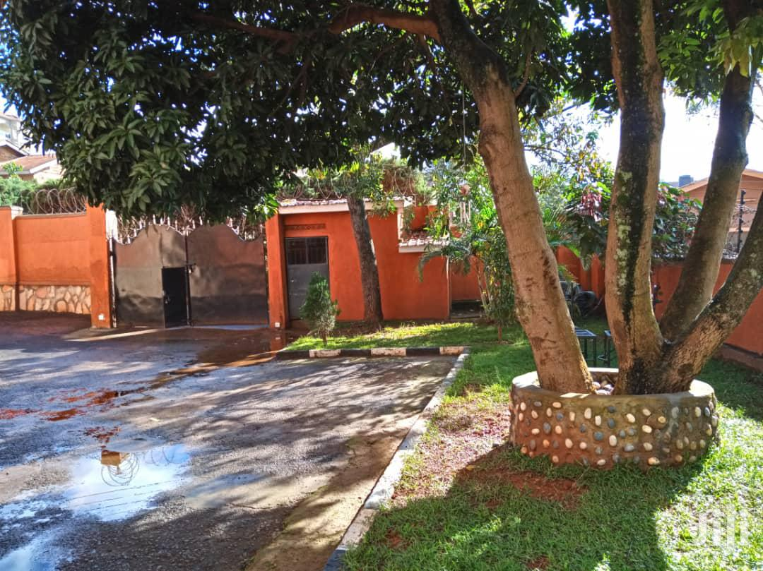 Archive: 4bedroom Mansion in Bukoto for Sale
