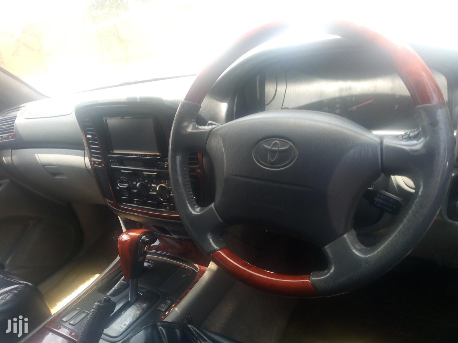 Toyota Land Cruiser 2000 Black