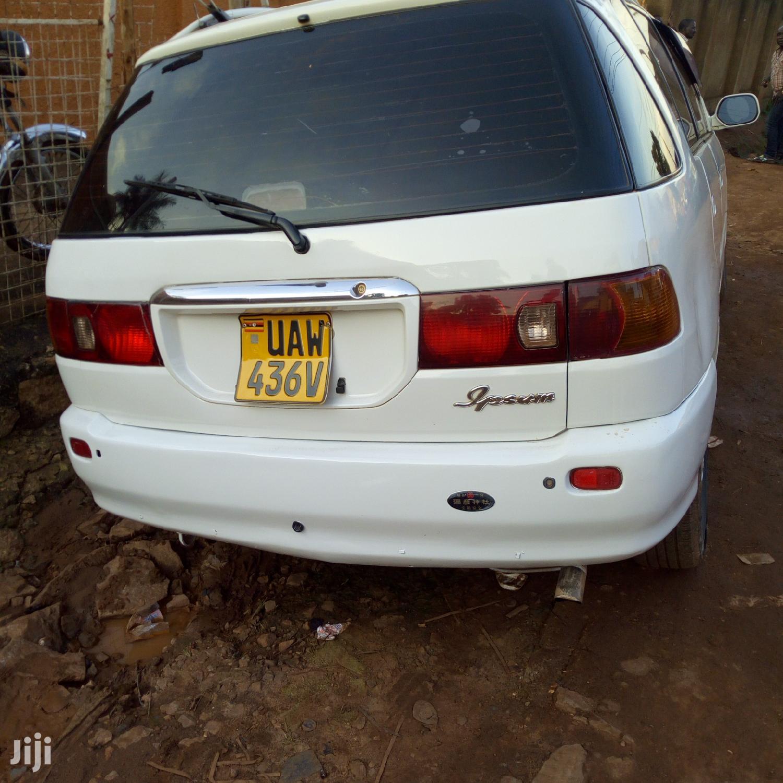 Archive: Toyota Ipsum 1999 White