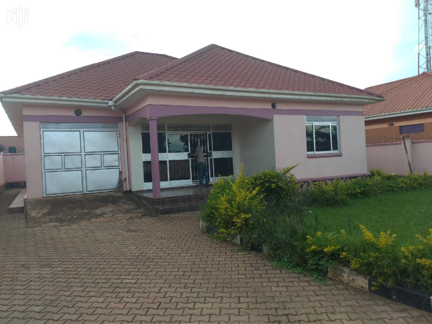 Kyaliwajala Four Bedrooms House for Sale With Ready Title