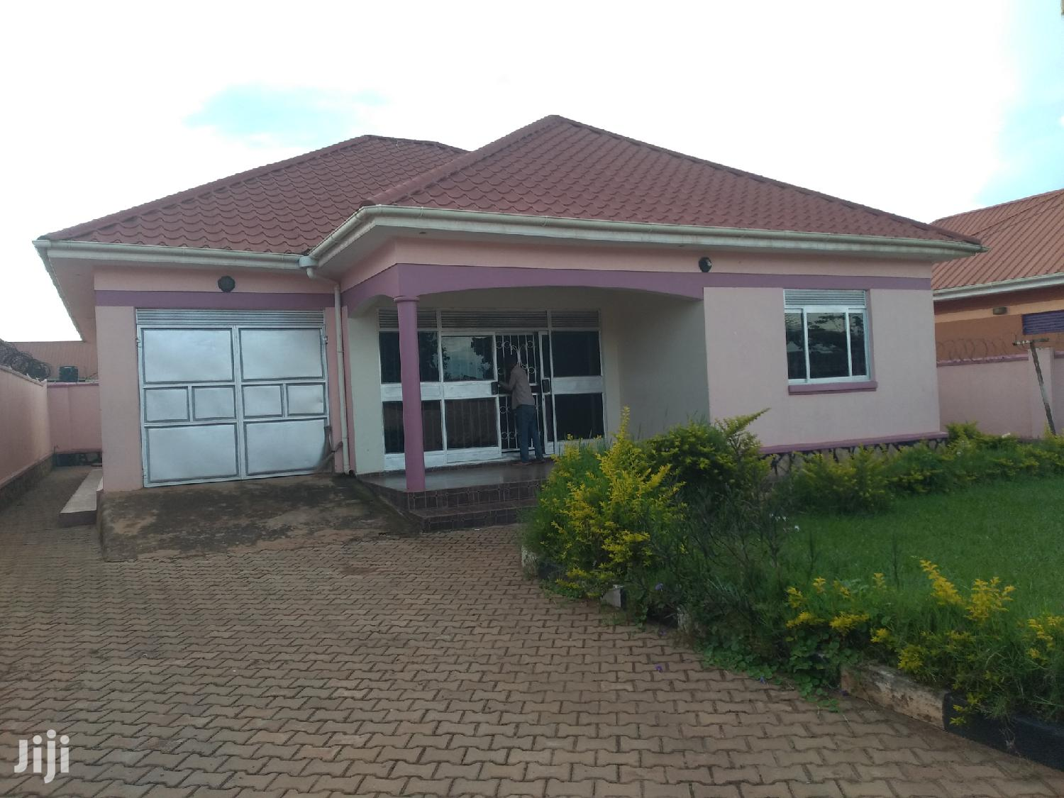 Kyaliwajala Four Bedrooms House for Sale With Ready Title | Houses & Apartments For Sale for sale in Kampala, Central Region, Uganda
