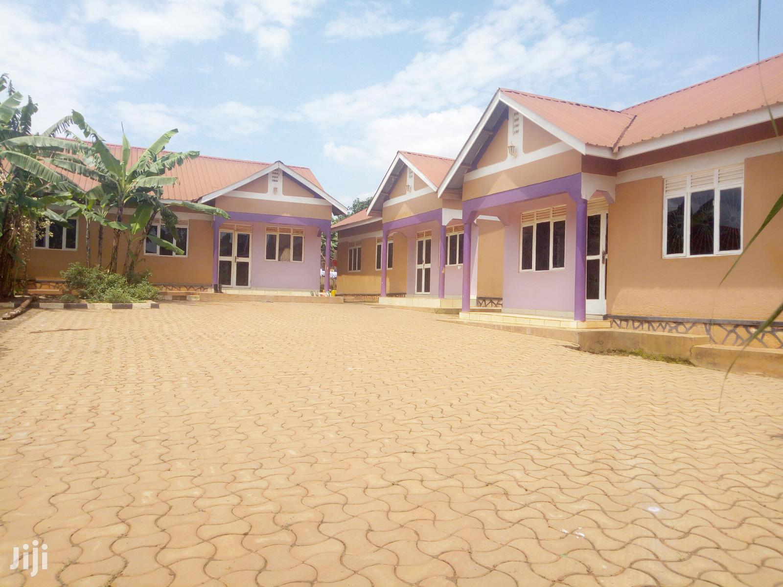 Archive: Three Bedrooms in Kyanja