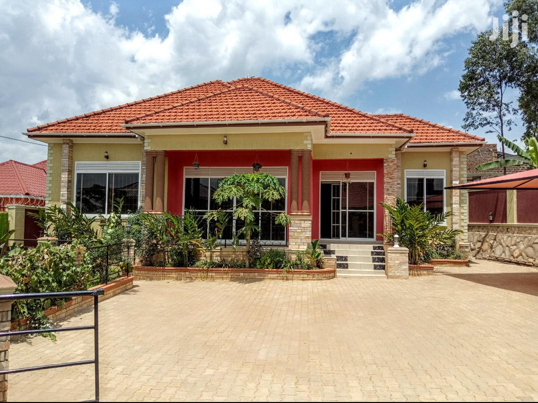 Archive: Kira Outstanding Large Family Home on Sell