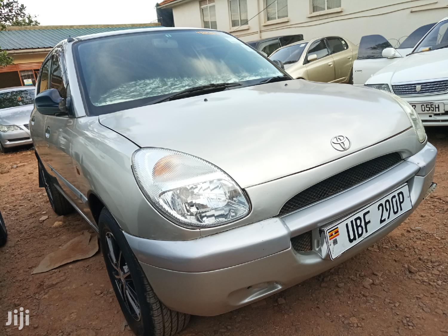 Archive: New Toyota Duet 2002 Silver