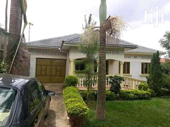 On Sale In Mbarara-kakyeka::4bedrooms,3bathrooms,On 20decimals