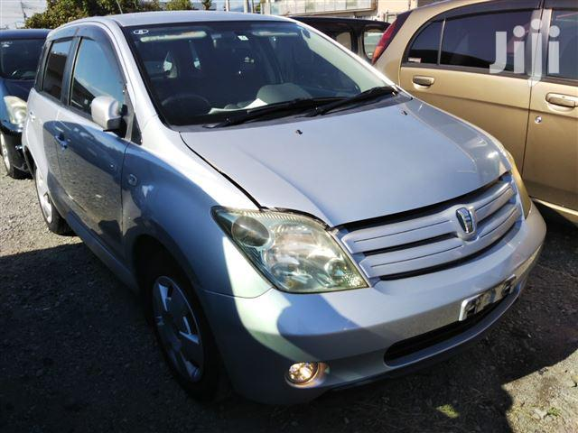 Toyota IST 2005 Silver