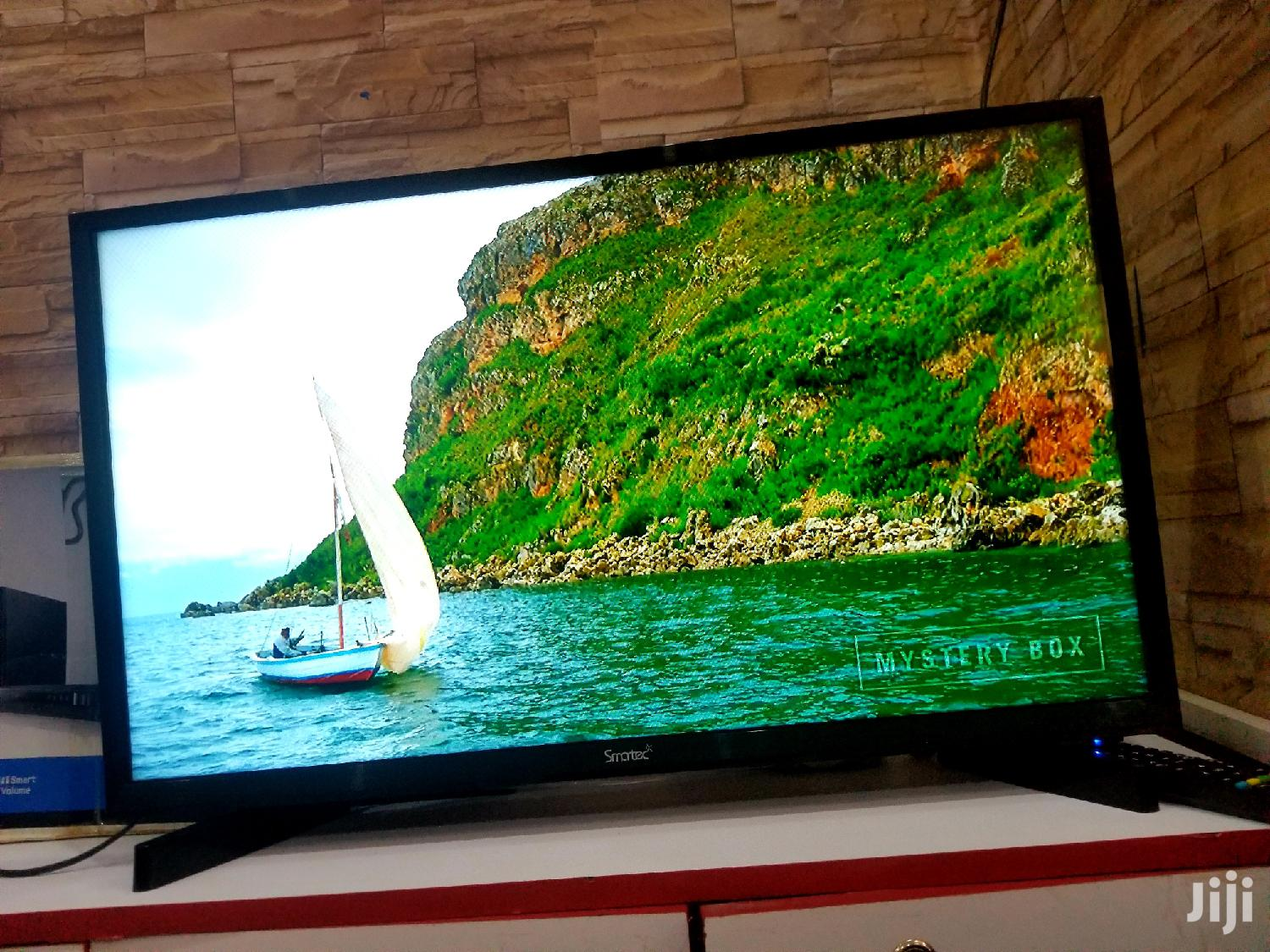 Smartec Flat Screen TV 32 Inches | TV & DVD Equipment for sale in Kampala, Central Region, Uganda
