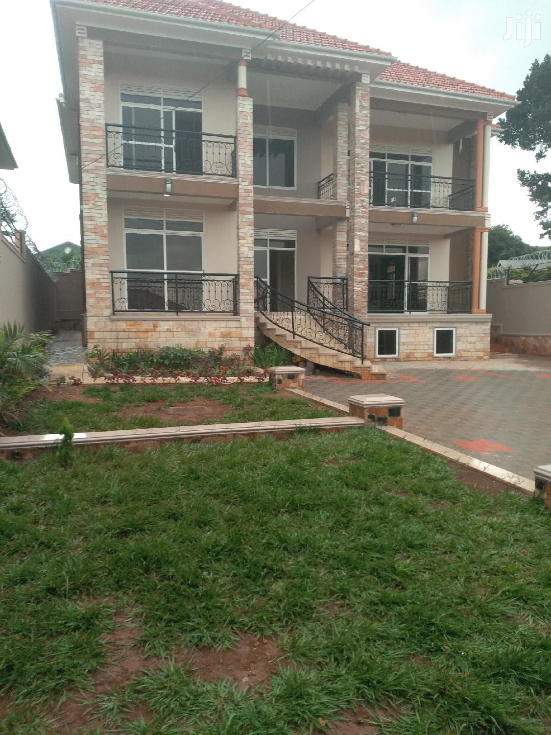 Six Bedroom Apartment In Kira For Sale
