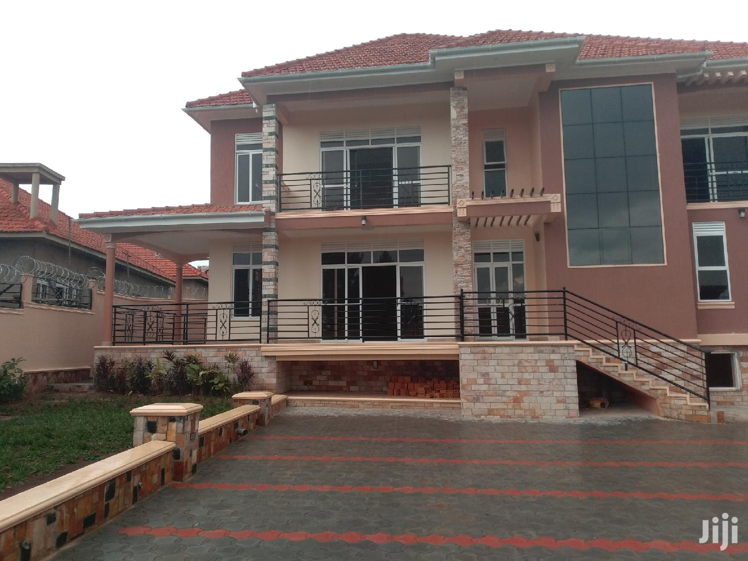 Affordable Home for Sale in Kira With Ready Land Title