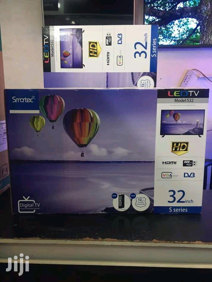 """Smartec 32"""" Digital Flat Screen TV"""