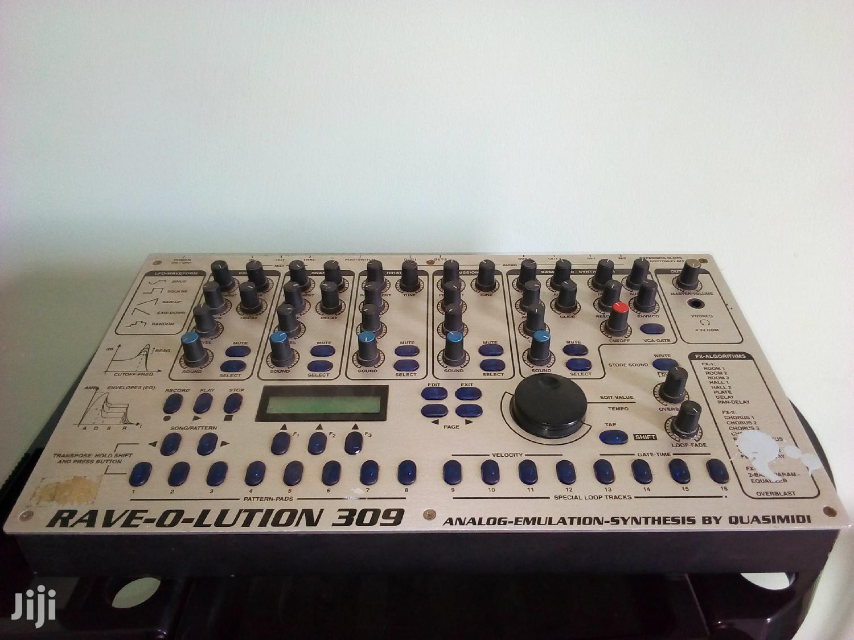 Archive: Quasimidi Rave-o-lution 309 Analog Modeling Drum Machine/Synth Moduler
