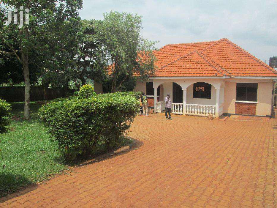 Five Bedroom House In Entebbe Akright For Rent