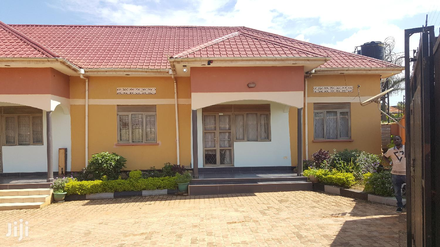 Archive: Executive Double Rooms for Rent in Kira