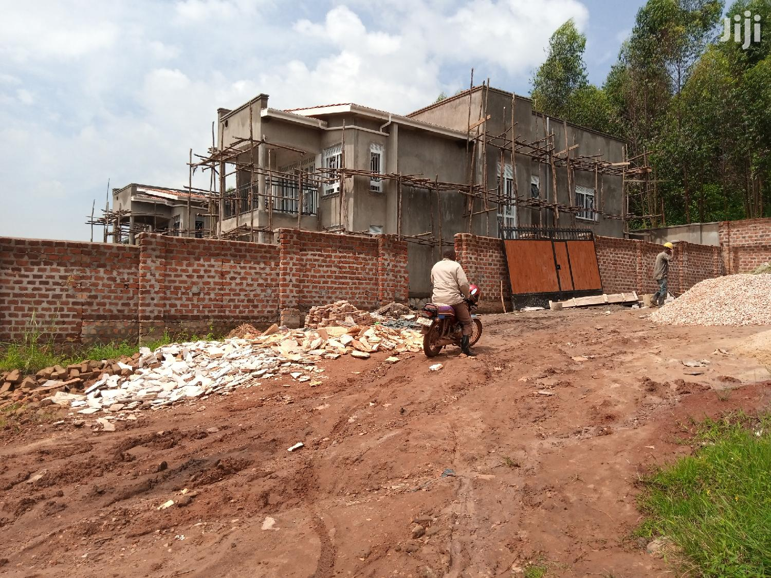 Archive: A Newly Built Mansion of 5 Bedrooms for Sale at 500m in Kira Title