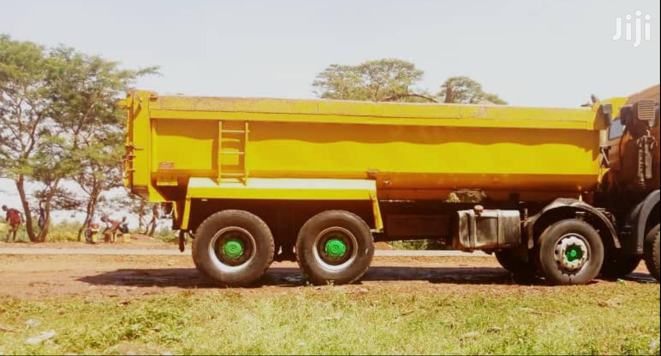 Archive: Dump Truck Mercedes-Benz 2000 Yellow For Sale