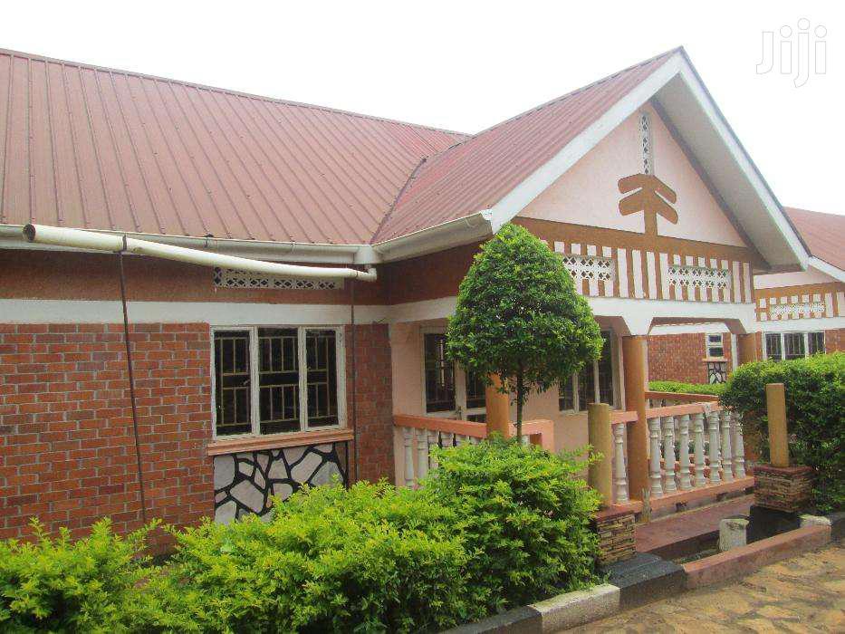 Three Bedroom House In Kirinya Along Bukasa Road For Rent