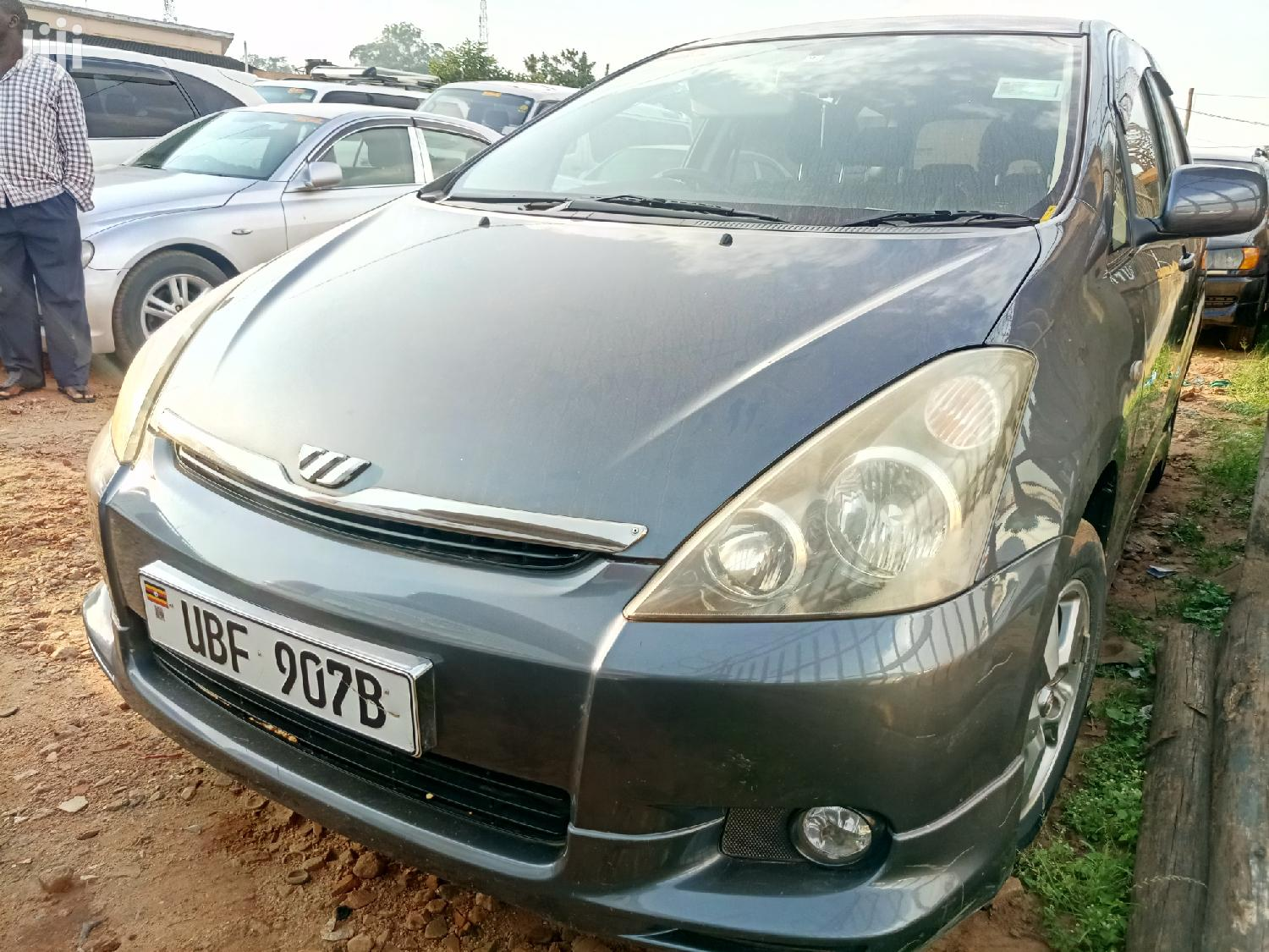 Archive: Toyota Wish 2003 Gray
