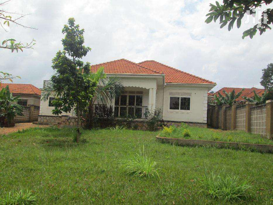 Four Bedroom House In Entebbe Akright For Rent