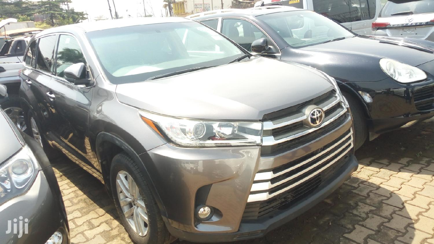 Archive: Toyota Kluger 2014 Gray