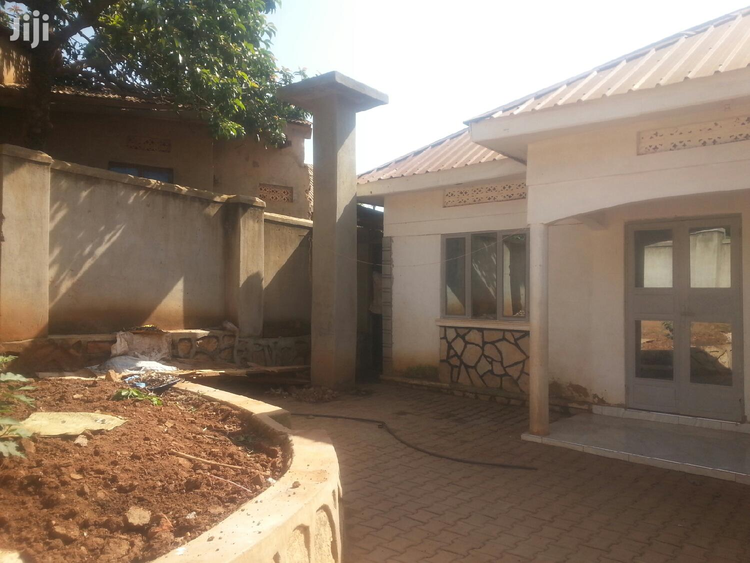 House For Sell With Land Tittle In Gayaza Bulamu On 0.9 Decimals