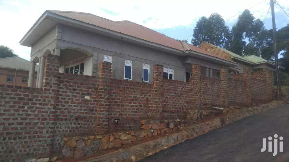 Archive: 4bedroom Home In Kira On Quick Sale