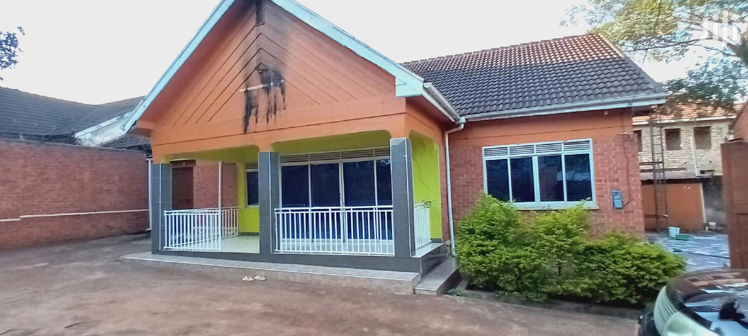 Archive: Muyenga Four Bedrooms House for Sale With Title