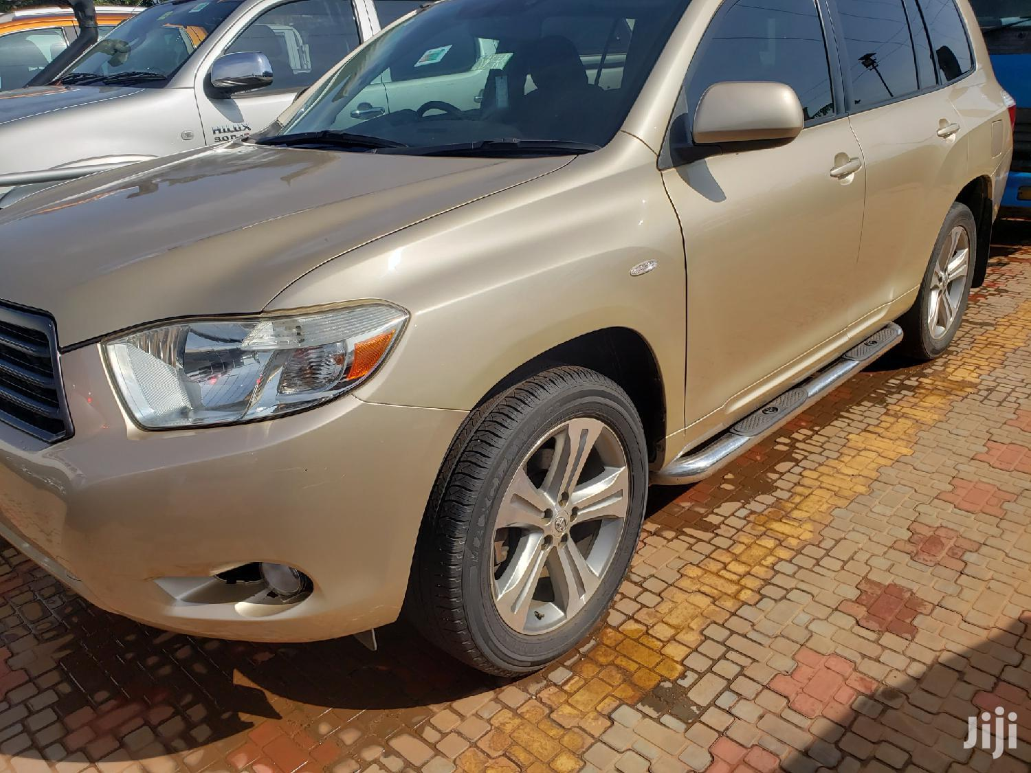 Archive: Toyota Kluger 2008 Gold