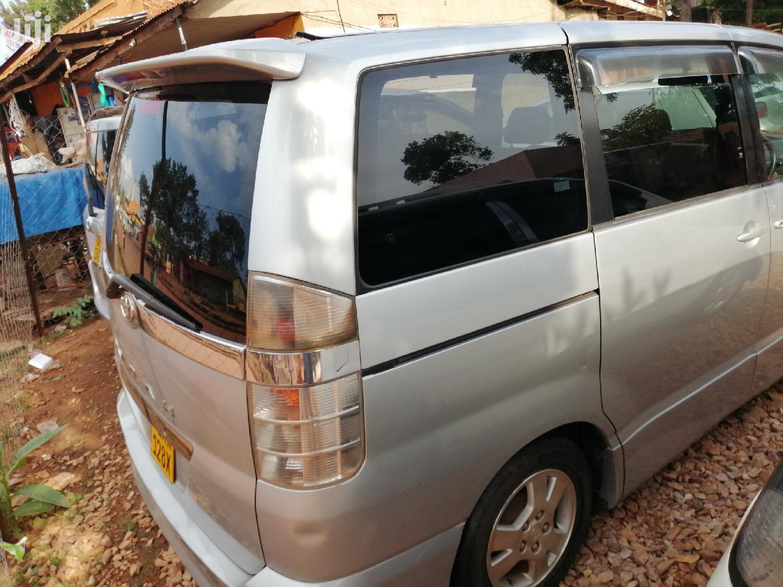 Toyota Noah 2003 Silver