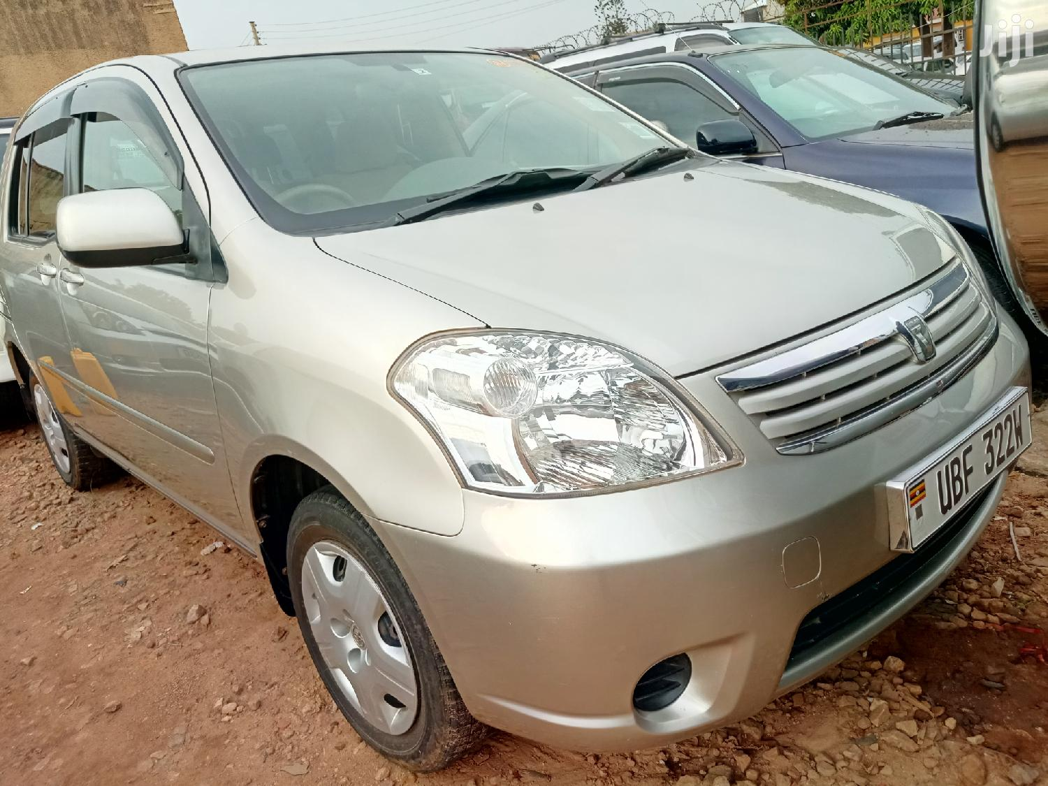 Archive: Toyota Raum 2003 Gold
