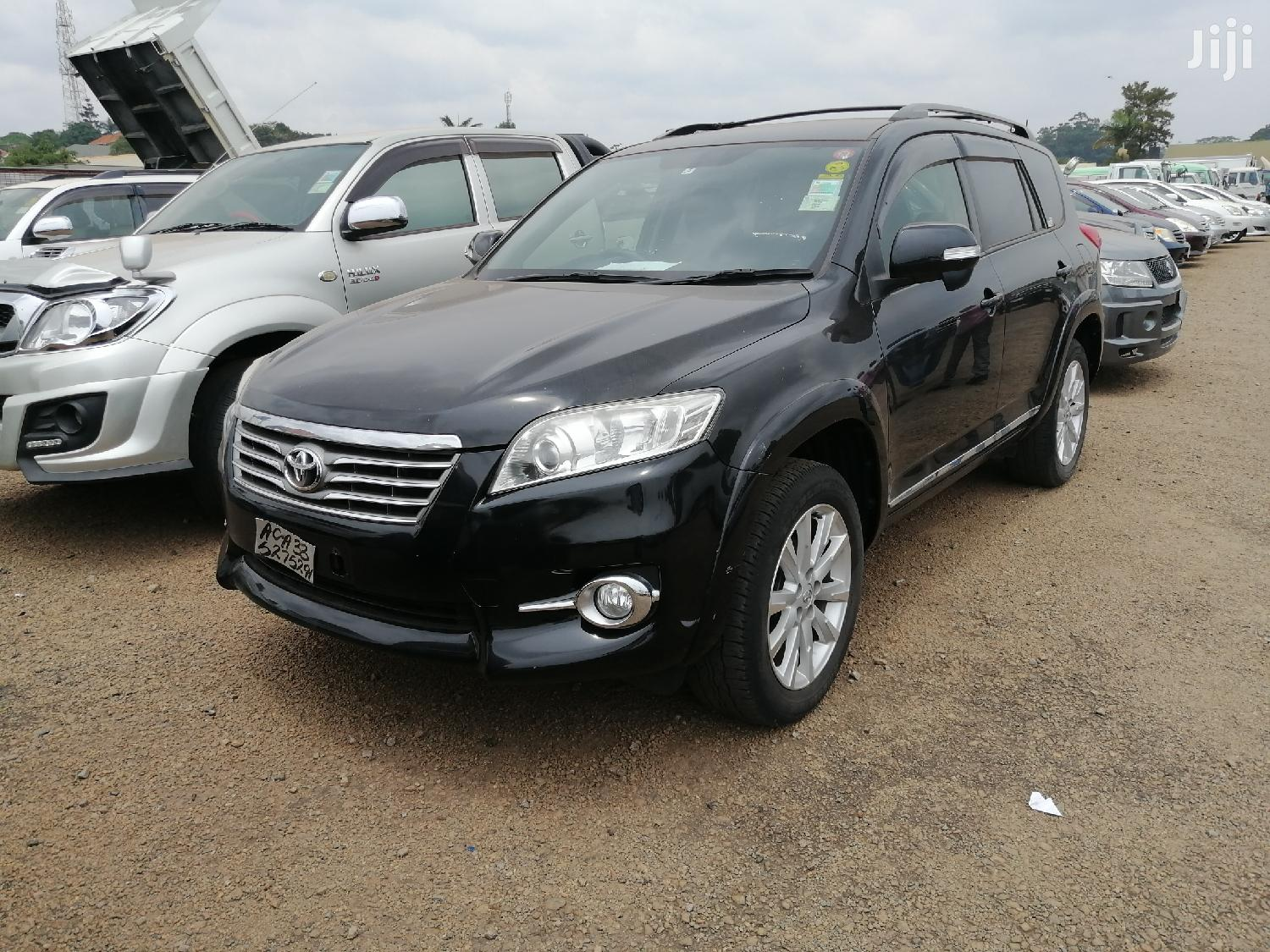 Archive: Toyota Vanguard 2012 Black