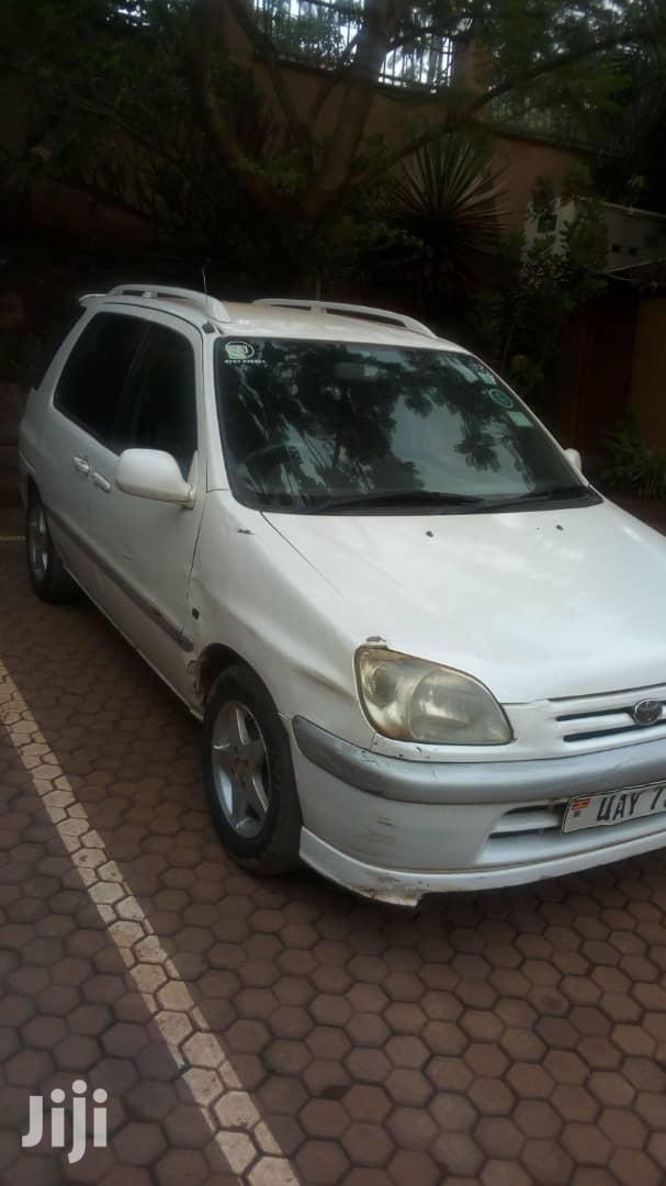 Toyota Raum 2001 White