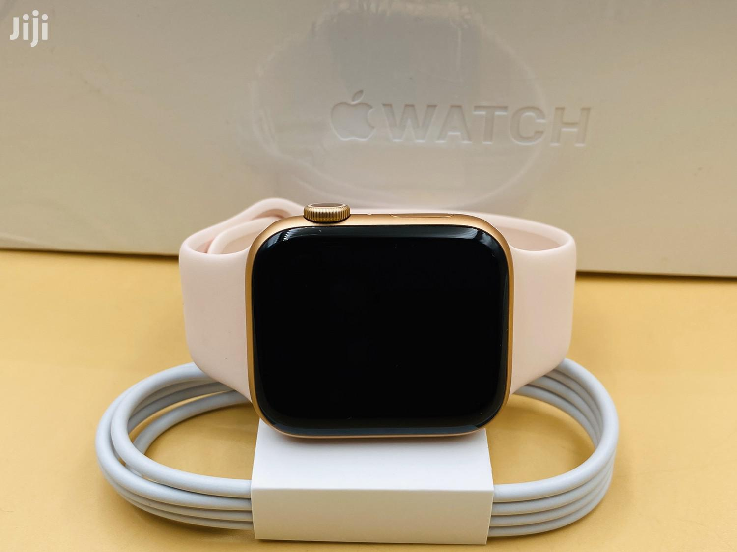 Archive: Apple Watch Series 5 44mm Gold