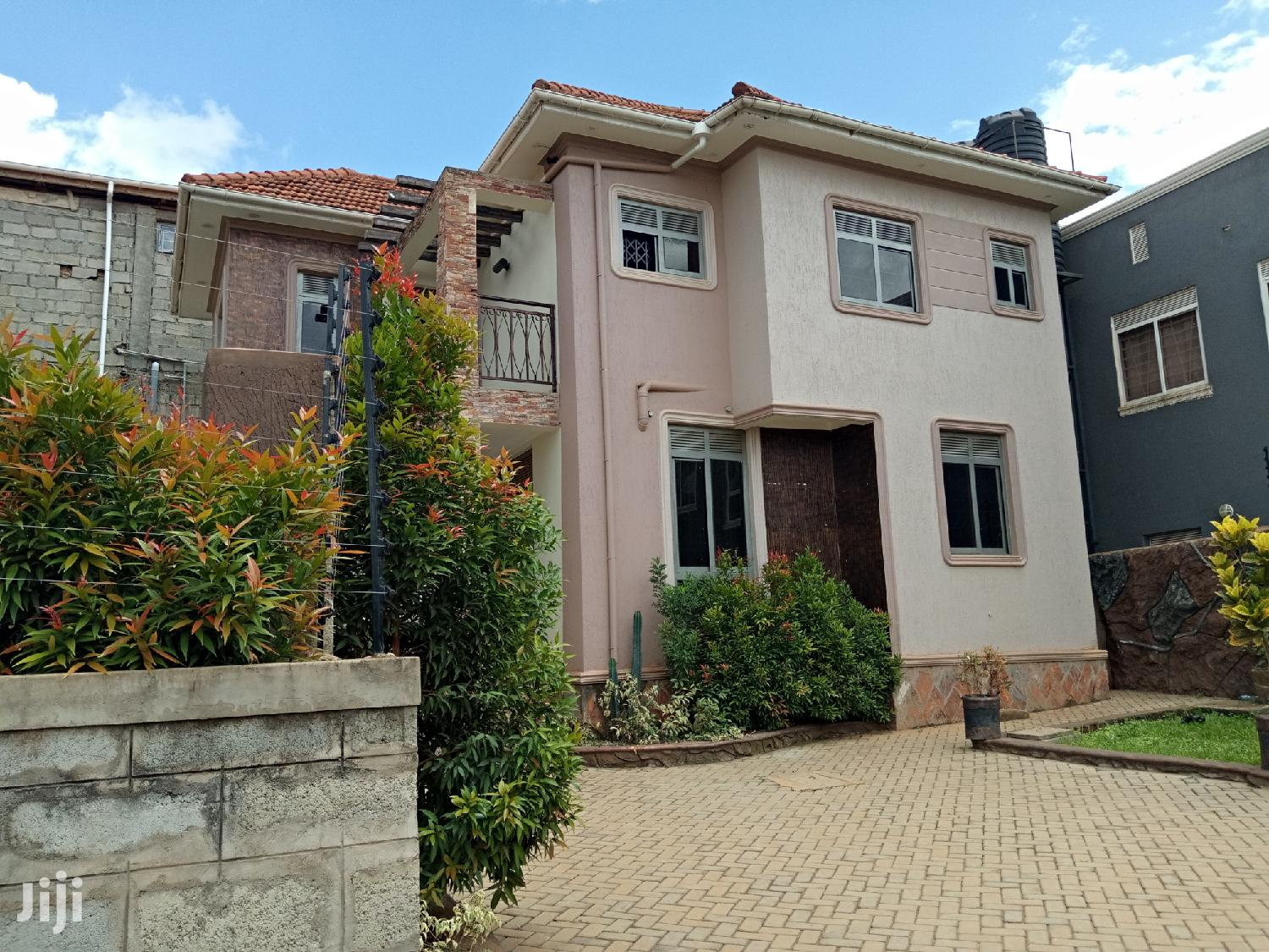 Kira Posh Castle For Sell In Tarmacked Neighborhood