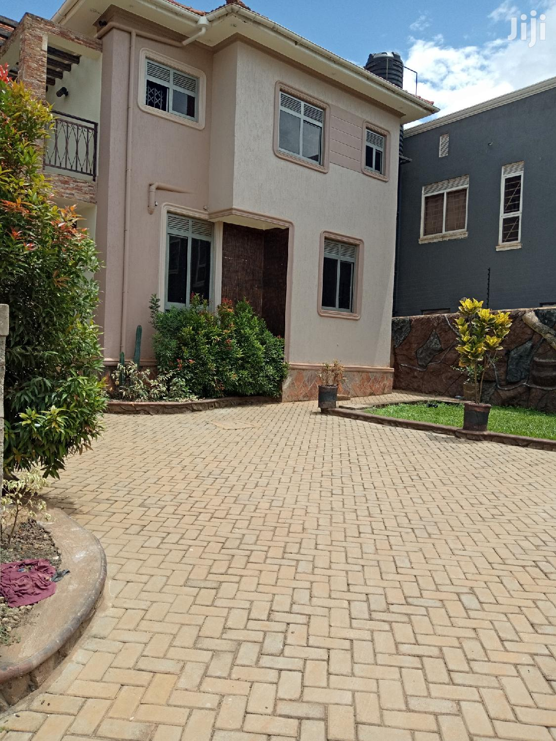 Kira Posh Castle For Sell In Tarmacked Neighborhood | Houses & Apartments For Sale for sale in Kampala, Central Region, Uganda
