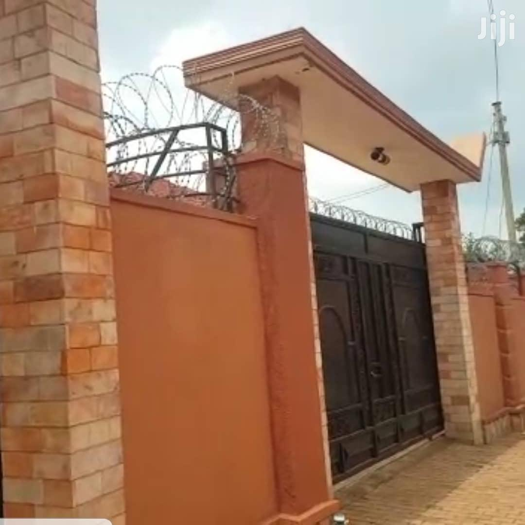Archive: Three Bedroom House In Entebbe Road Seguku For Sale