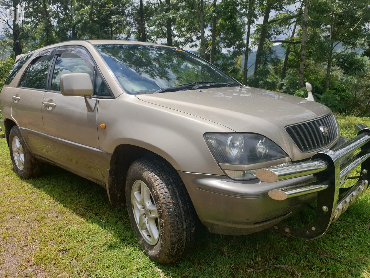 Archive: Toyota Harrier 2000 Gold