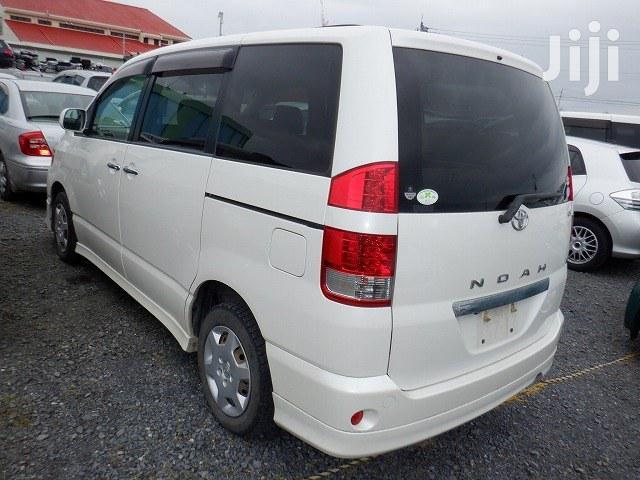 Toyota Noah 2007 White