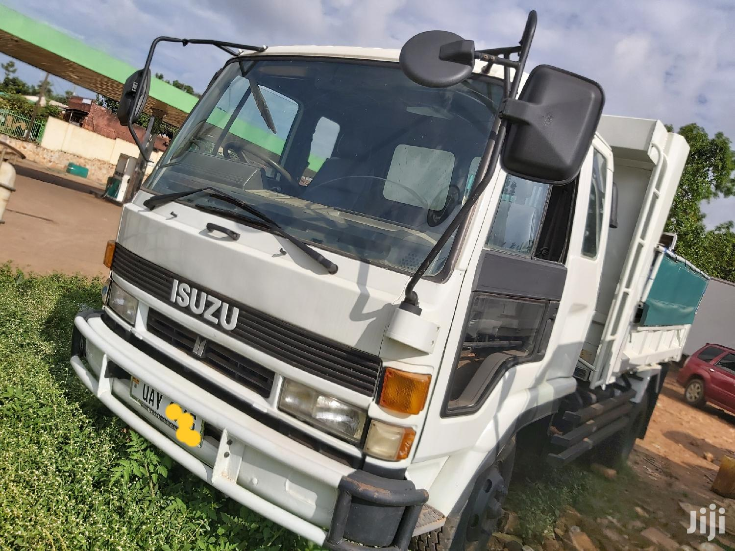 Archive: Isuzu Forward 1995 White