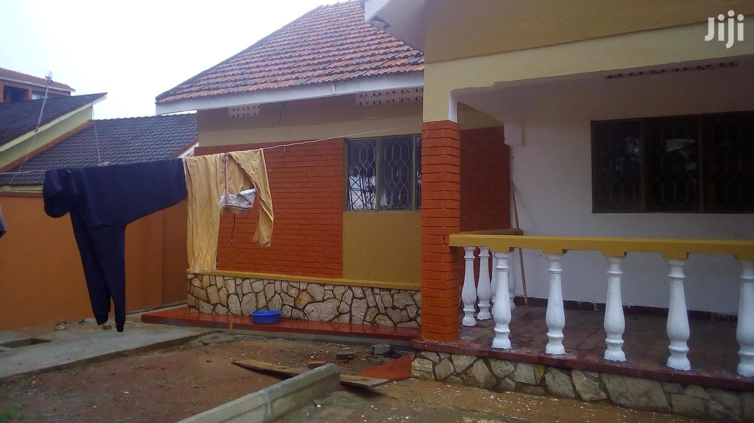 Four Bedroom House In Old Kira Road For Rent
